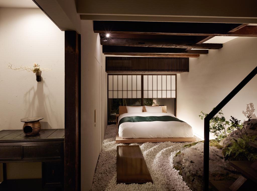 枯山水庭園を模した空間が広がる主寝室