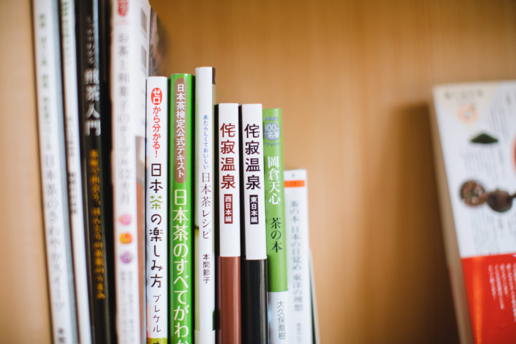 「茶心」では、禅やマインドフルネス、お茶に関する書籍を選書しており、自由に読むことができる。