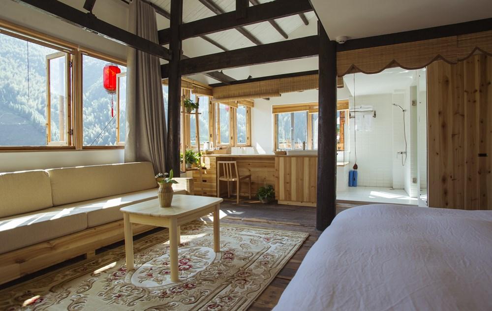 中国・桂林市・ジンジャン村・伝統の高床式住居