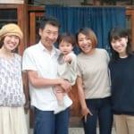 左から、堀場さくらさん、堀場貴雄さん、あおいちゃん、梨香さん、万莉さん