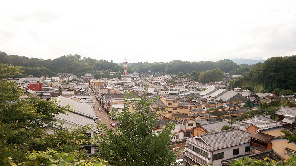 広大な自然に囲まれた町
