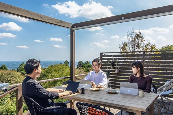 コスモスイニシア、茨城県笠間市にてチームで健康的・創造的に働ける場「OUT WORK」の提供を開始