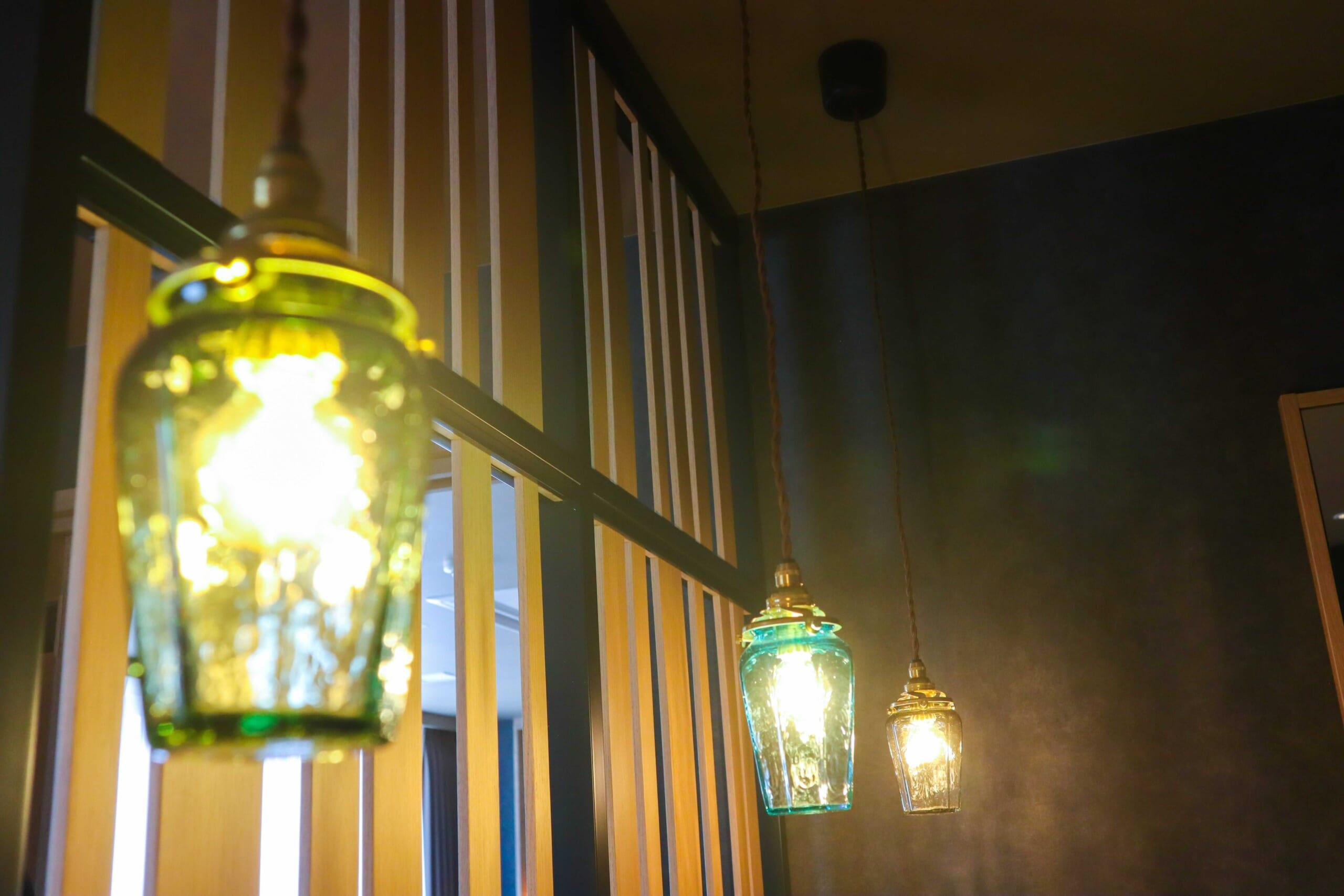 地元のガラス工芸作家が作った照明